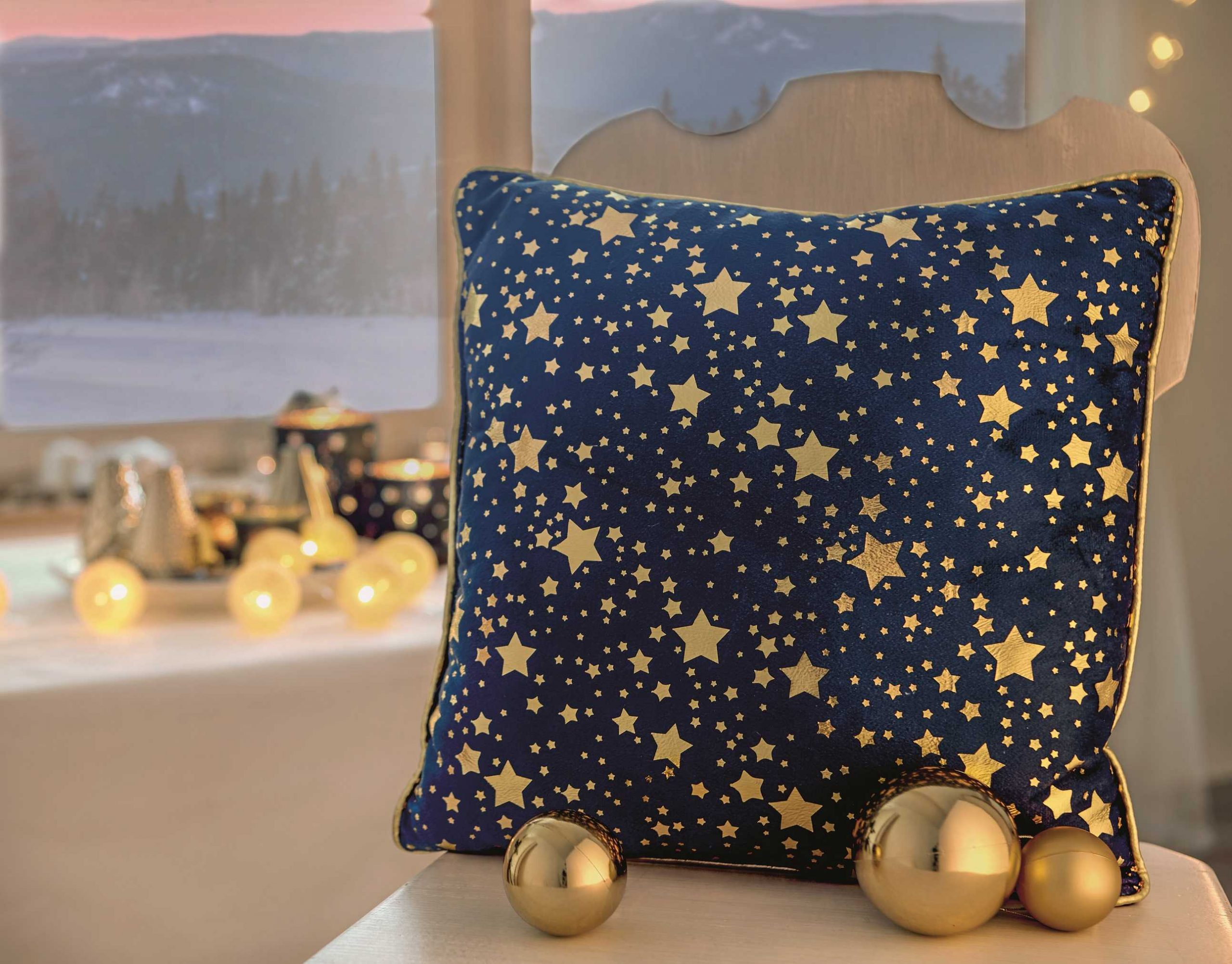 Złoto i granat: szlachetne połączenie, które idealnie podkreśli magię świąt Bożego Narodzenia